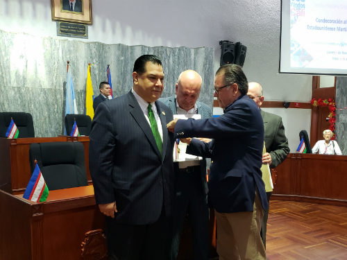 Sandoval receives Cruz de Oro Medal2